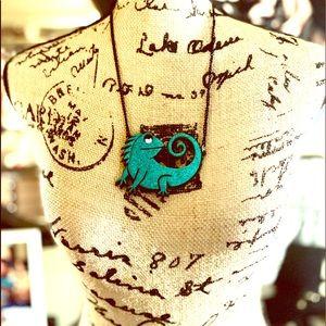 Fashion Jewelry Jewelry - Trendy Large Glittery Iguana Statement Necklace
